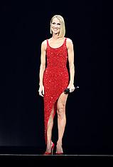 Celine Dion gives an emotional live performance  - 17 Jan 2020