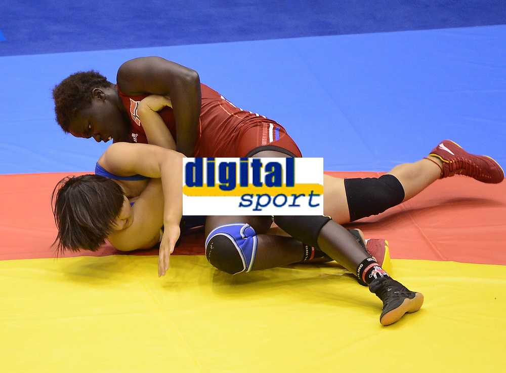 Bryting<br /> 26.08.2014<br /> Foto: imago/Digitalsport<br /> NORWAY ONLY<br /> <br /> NANJING, Aug. 26, 2014 -- Grace Jacob Bullen (above) of Norway competes against Pei Xingru of China during women s freestyle 60-kg event of wrestling competition at Nanjing 2014 Youth Olympic Games in Nanjing, east China s Jiangsu Province, Aug. 26, 2014. Bullen won the gold medal.