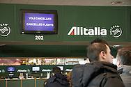 Aeroporto di Malpensa: passeggeri in attesa