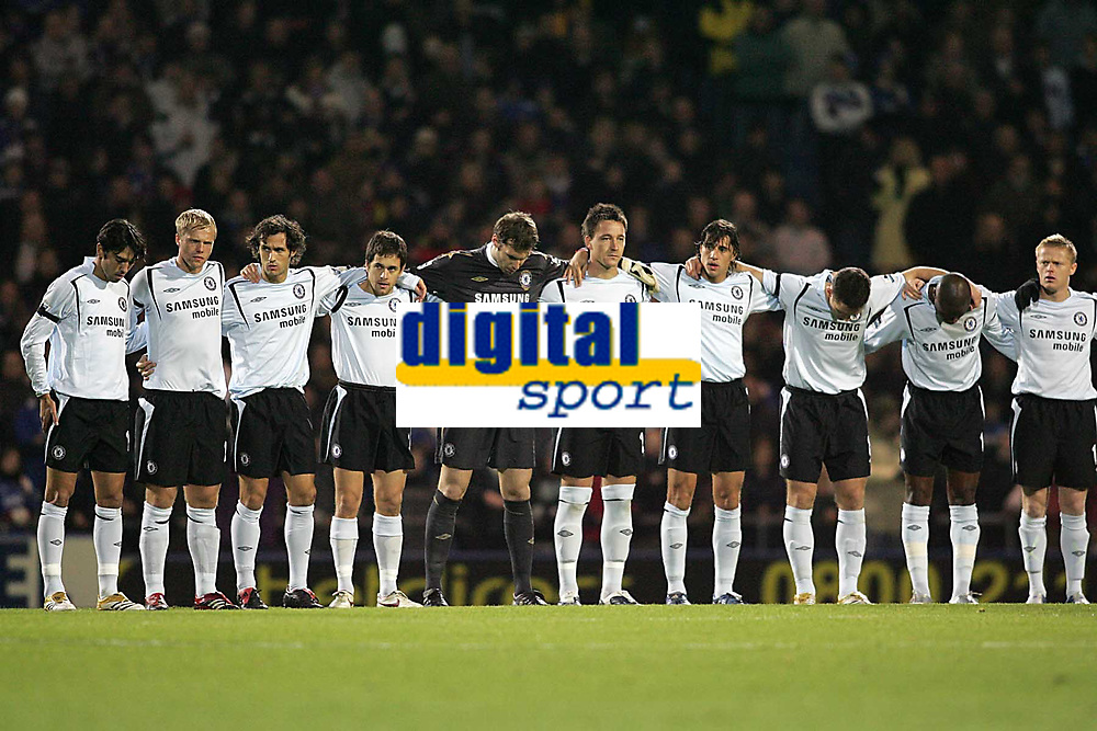 Photo: Lee Earle.<br /> Portsmouth v Chelsea. The Barclays Premiership.<br /> 26/11/2005. Chelsea observe a minutes silence at the start of the game.