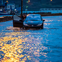 A stranded motorist pushes his car through the water in Kinsale at high tide as the Bandon river flooded parts of the town.<br /> Picture. John Allen