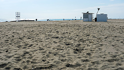 Themenbild - Kaum eine andere Region Italiens ist dermaßen geprägt vom Tourismus wie die Küstenregionen der oberen Adria. In den Hauptbadeorten Grado, Lignano, Bibione, Caorle, Jesolo, Marina die Venezia und auf der Isola Albarella drängen sich jedes Jahr aufs neue wahre Touristenmassen am Strand. Hier im Bild der Lido, Strandbad, Sandstrand. Grado, Italien am Samstag, 13. April 2019 // Preseason on the upper Italian Adria. Hardly any other region of Italy is as influenced by tourism as the coastal regions of the upper Adriatic. In the main seaside resorts of Grado, Lignano, Bibione, Caorle, Jesolo, Marina the Venezia and on the Isola Albarella, every year new masses of tourists crowd the beach. Picture shows Lido, beach, sandy beach. Grado, Italy on Saturday, April 13, 2019. EXPA Pictures © 2019, PhotoCredit: EXPA/ Johann Groder