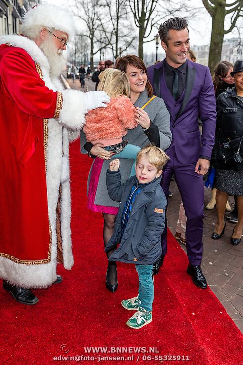 NLD/Amsterdam/20161209 - Werkbezoek Maxima bij Muziek in de Klas, Jan Kooiman en Sofie van den Enk en kinderen