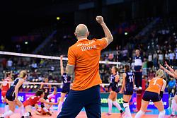 12.06.2018, Porsche Arena, Stuttgart<br /> Volleyball, Volleyball Nations League, Türkei / Tuerkei vs. Niederlande<br /> <br /> Jubel Jamie Morrison (Trainer NED)<br /> <br /> Foto: Conny Kurth / www.kurth-media.de