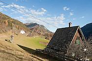 Hiking across the mountainous border between Austria and Slovenia, from Baumgartnerhohe (Carinthia) to Kranjska Gora (Slovenia). Pictured here, farmhouse and pasture on the descent to Kranjska Gora. Alpe Adria Trail, Slovenia (November 2015) © Rudolf Abraham