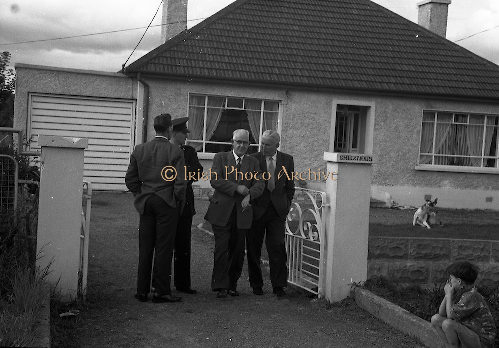 """15/08/1960<br /> 08/15/1960<br /> 15 August 1960<br /> Murder scene at Golden Bridge Walk, Inchicore, Dublin. Chief Superintendent George Lawlor (Technical Bureau) (centre) and D/O Larry Flood, leaving the house """"Cheznous"""" at Golden Bridge Walk, Inchicore, in which Miss Margaret O'Loughlin (18) was found dead."""
