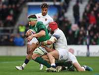 LONDON, ENGLAND - MARCH 17: Ireland's CJ Stander evades the tackle of England's James Haskell to score his sides second try during the NatWest Six Nations Championship match between England and Ireland at Twickenham Stadium on March 17, 2018 in London, England. (Photo by Ashley Western - MB Media via Getty Images)