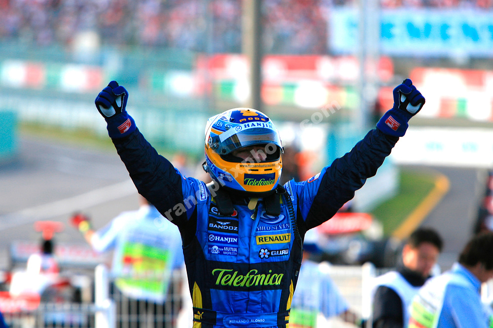Fernando Alonso (Renault) after winning the 2006 Japanese Grand Prix at Suzuka. Photo: Grand Prix Photo