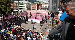 21.05.2011, Hauptplatz Lienz, AUT, Giro d´ Italia 2011, 14. Etappe, Lienz - Monte Zoncolan, im Bild Übersicht des Hauptplatzes mit der Präsentationsbühne // during the Giro d´ Italia 2011, Stage 14, Lienz - Monte Zoncolan,Austria, 2011-05-21, EXPA Pictures © 2011, PhotoCredit: EXPA/ J. Feichter