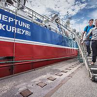 Nederland, Amsterdam, 7 juli 2016.<br /> Milieuclub Oceana ligt met haar onderzoeksschip Neptune in de Coenhaven van Amsterdam. Ze hebben geld gekregen van de postcodeloterij en gaan twee maanden op de Noordzee onderzoek doen hoe de visstand verbeterd zou kunnen worden.<br /> Op de foto: Het schip wordt klaargemaakt voor vertrek.<br /> Apparatuur wordt aan boord getakeld en geinstalleerd voor de wetenschappers aan boord van het schip.<br /> <br /> Netherlands, Amsterdam, July 7, 2016.<br /> Environmental Club Oceana with her research vessel Neptune docked in the Coenhaven harbour of  Amsterdam. They have received money from the postcode lottery and will do research in the North Sea during two months how to find out fish stocks could be improved.<br /> <br /> Foto: Jean-Pierre Jans