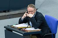 13 FEB 2020, BERLIN/GERMANY:<br /> Jan Korte, MdB, Die Linke, 1. Parlamentarischer GEschaeftsfuehrer, telefoniert, Sitzung des Deutsche Bundestages, Plenum, Reichstagsgebaeude<br /> IMAGE: 20200213-01-029