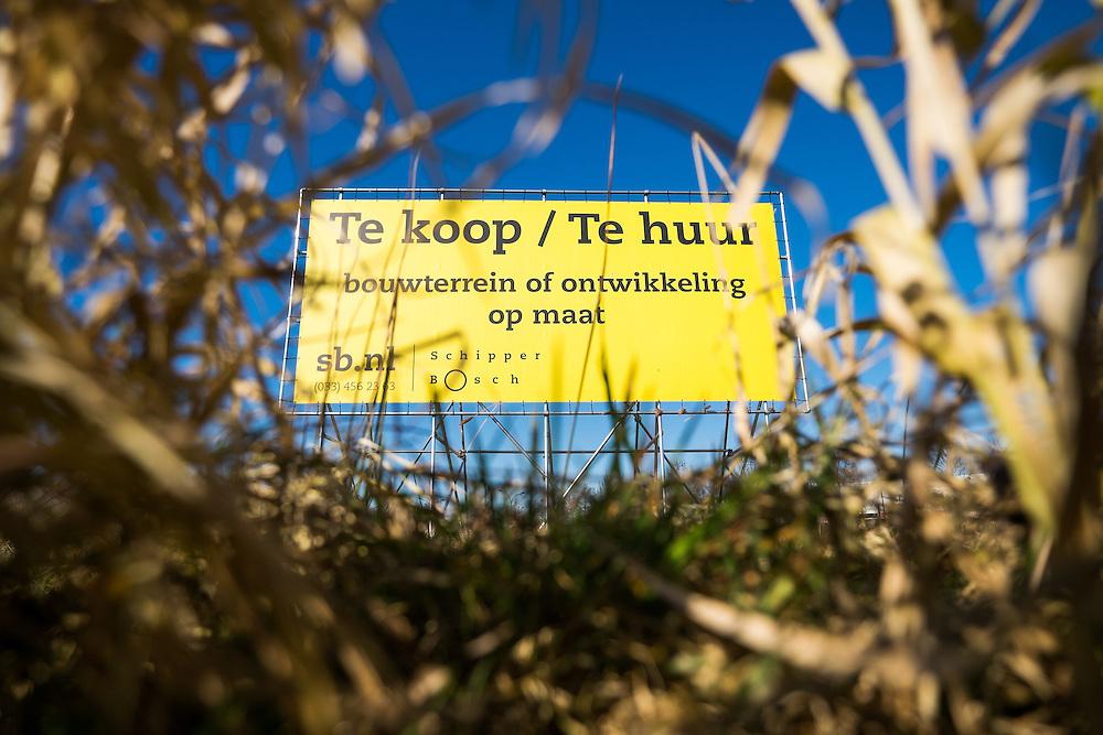 Nederland, Amersfoort, 12 maart  2015<br /> Bord op stukje land wat te koop is om bedrijfsgebouwen op te bouwen<br /> Foto: (c) Michiel Wijnbergh