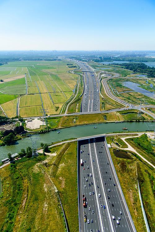 Nederland, Noord-Holland, Gooise Meren, 29-06-2018; Rijksweg A1 kruist de vecht door middel van Aquaduct Vechtzicht, vervangt Vechtbrug.<br /> Rijksweg A1 crosses river Vecht, Aquaduct Vechtzicht.<br /> luchtfoto (toeslag op standard tarieven);<br /> aerial photo (additional fee required);<br /> copyright foto/photo Siebe Swart
