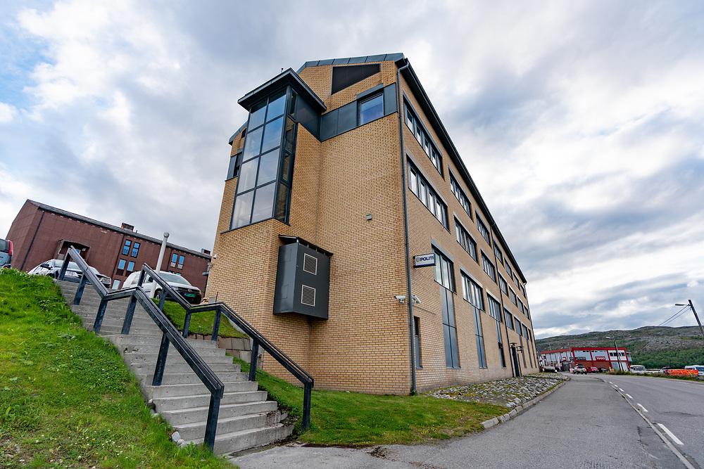 Kirkenes politistasjonen ligger sentralt til i Rådhussvingen. Stasjonenen var tidligere hovedkontor for Østfinnmark politidistrikt, men er nå innlemmet i Finnmark politidistrikt.