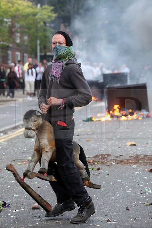© licensed to London News Pictures. 08/08/2011. Rioting and lootering in Clarence Road, by the Pembury Estate in Hackney East London (09/08/2011) on a third day or riots in the Capital.  Photo credit:  Carmen Valino/LNP