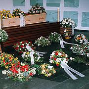 Begrafenis Jan Versteeg cq Frans Vrolijk, kist en bloemen