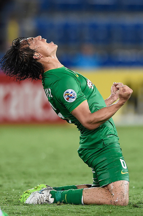 GOLD COAST, AUSTRALIA - FEBRUARY 25:  Zhang Xiaobin of Beijing Guoan celebrates victory during the AFC Asian Champions League match between Brisbane Roar and Beijing Guoan at Cbus Super Stadium on February 25, 2015 on the Gold Coast, Australia.  (Photo by Matt Roberts/Getty Images)