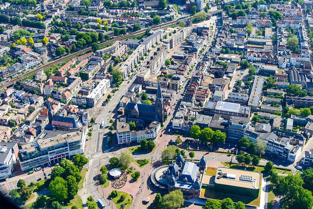 Nederland, Gelderland, Arnhem, 29-05-2019; zicht op het Spijkerkwartier (ook wel Spijkerbuurt) met Musis Arnhem, concertzaal, in de voorgrond. Woonwijk, in het verleden deels achterstandswijk en hoerenbuurt.<br /> View of the Spijker quarter  (Spijker neighbourhood) buurt), centre Arnhem.<br /> <br /> luchtfoto (toeslag op standard tarieven);<br /> aerial photo (additional fee required);<br /> copyright foto/photo Siebe Swart
