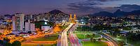 Brasil - ES - Vitoria - Vista panoramica de Vitoria noturna, com ponte da Passagem em destaque. Foto: David Protti.