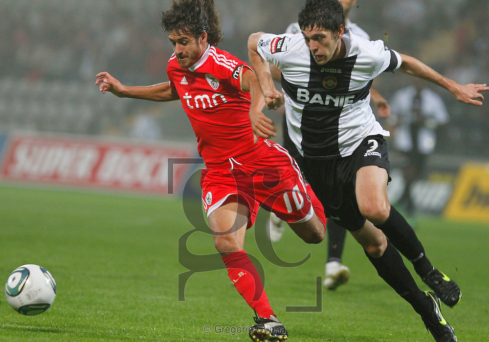 Portugal, Funchal, Madeira : Benfica's argentinian midfielder Pablo Aimar (L) vies with Nacional's Brazilian defender Felipe Lopes (R) during the Portuguese league football match Nacional Madeira vs Benfica on August 29, 2011 at the Madeira Stadium in Funchal. .PHOTO / GREGORIO CUNHA