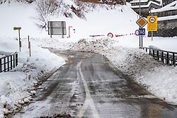 THEMENBILD - Im Bild die Sperre der B146 Gehäuse Straße zwischen Hieflau und Admont aufgrund von Lawinengefahr, aufgenommen am 12.01.2019, Hieflau, Österreich // In the picture the barrier of the B146 housing road between Hieflau and Admont due to avalanche danger taken on 2019/01/12, Hieflau, Austria, EXPA Pictures © 2019, PhotoCredit: EXPA/ Dominik Angerer