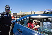 Todd Reichert is being arrested for speeding. In Battle Mountain (Nevada) wordt ieder jaar de World Human Powered Speed Challenge gehouden. Tijdens deze wedstrijd wordt geprobeerd zo hard mogelijk te fietsen op pure menskracht. Ze halen snelheden tot 133 km/h. De deelnemers bestaan zowel uit teams van universiteiten als uit hobbyisten. Met de gestroomlijnde fietsen willen ze laten zien wat mogelijk is met menskracht. De speciale ligfietsen kunnen gezien worden als de Formule 1 van het fietsen. De kennis die wordt opgedaan wordt ook gebruikt om duurzaam vervoer verder te ontwikkelen.<br /> <br /> In Battle Mountain (Nevada) each year the World Human Powered Speed Challenge is held. During this race they try to ride on pure manpower as hard as possible. Speeds up to 133 km/h are reached. The participants consist of both teams from universities and from hobbyists. With the sleek bikes they want to show what is possible with human power. The special recumbent bicycles can be seen as the Formula 1 of the bicycle. The knowledge gained is also used to develop sustainable transport.