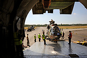 Op vliegbasis Soesterberg zijn vandaag twee Cougar transporthelikopters ingeladen in een Antonov 124 ( een van de grootste vrachtvliegtuigen terwereld) om naar Afganistan (kandahar) gebracht te worden. Daar zullen de helikopters worden ingezet voor het vervoeren van personeel en materieel ter ondersteuning van de grondeenheden die daar sinds 2006 gelegerd zijn voor de ISAF Stage III missie.<br /> <br /> <br /> <br /> Dit is een van de laatste keren dat dit op Soesterberg is omdat de basis spoedig sluit.