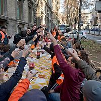 Pranzo di Natale dei disoccupati davanti al Ministero del Lavoro