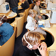 Internet bus op bezoek bij de Reneboogschool Huizen