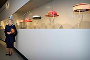 Prinses Beatrix is aanwezig bij de opening van de tentoonstelling Chapeaux! in museum Paleis Het Loo. In de tentoonstelling zijn ruim honderd hoeden te zien die zij heeft gedragen tijdens haar regeerperiode van 33 jaar. <br /> <br /> Princess Beatrix attended the opening of the exhibition Chapeaux! in museum Palace Het Loo. The exhibition includes more than a hundred to see hats that she wears during her reign of 33 years.