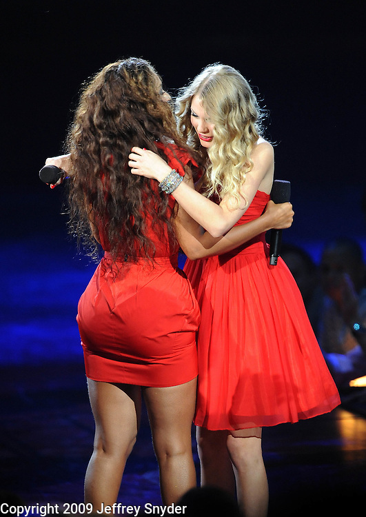 New York, NY-September 13, 2009: Beyonce and Taylor Swift perform during the MTV Video Music Awards at Radio City Music Hall on September 13, 2009 in New York City (Photo by Jeff Snyder/PictureGroup)