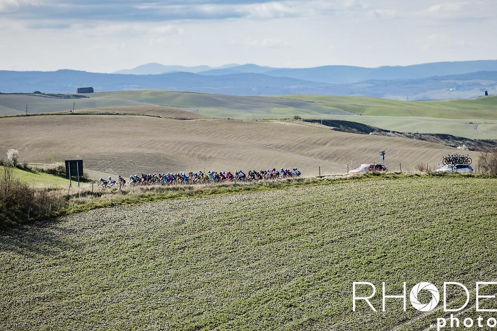 peloton still together <br /> <br /> 7th Strade Bianche Women Elite <br /> Siena > Siena 136km<br /> <br /> ©RhodePhoto