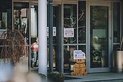 15.03.2020, Kaprun, AUT, Coronavirus in Österreich, im Bild der Eingang eines Altersheim mit Hinweisschildern, welche darauf hinweisen, dass das Alters- und Pflegeheim bis auf weiteres geschlossern ist // the entrance to an old people's home with signs indicating that the home is closed until further notice, Kaprun, Austria on 2020/03/15.  EXPA Pictures © 2020, PhotoCredit: EXPA/Stefanie Oberhauser