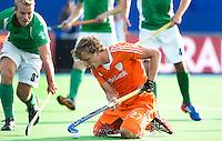 BOOM -  Constantijn Jonker wordt zwaar gehinderd door de Ier Stuart Loughrey (l) tijdens de eerste poule wedstrijd van Oranje tijdens het Europees Kampioenschap hockey   tussen de mannen van  Nederland en Ierland (2-1). ANP KOEN SUYK