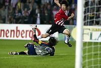 Fotball<br /> Kvalifisering til Champions League<br /> PSV Eindhoven v Røde Stjerne Beograd<br /> 25. august 2004<br /> Foto: Digitalsport<br /> NORWAY ONLY<br /> eindhoven 25-08-2004 champions league uitslag 5-0 psv - reode ster belgrado aktie van js park voor psv doelman vladimir disljenkovic is kansloos