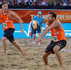 20150705 NED: WK Beachvolleybal day 10, Den Haag<br /> Reinder Nummerdor #1 (foto) en Christiaan Varenhorst #2 zijn er niet in geslaagd de finale van de WK beachvolleybal te winnen. In de finale waren de Brazilianen met 2-1 te sterk