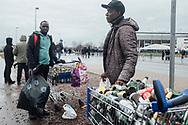 10.02.2019 Magdeburg, GETEC Arena.<br /> <br /> Für Mouhamad links und John rechts, ist es heute ein lokrativer Tag, zuerst ein Fussball-Spiel und im Anschluss in Sichtweite ein Hanball-Spiel. Das Fussball-Spiel ist aber besser, da gibt es mehr zu sammeln.<br /> <br /> Mouhamad aus Mali, John aud Nigeria<br /> <br /> ©Harald Krieg