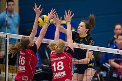 07-12-2014 GER: USC Muenster - Schweriner SC, Munster<br /> Block / Doppelblock Julia Schaefer (#16 Muenster), Leonie Schwertmann (#18 Muenster) - Angriff Lonneke Sloetjes (#5 Schwerin)<br /> <br /> ***NETHERLANDS ONLY***
