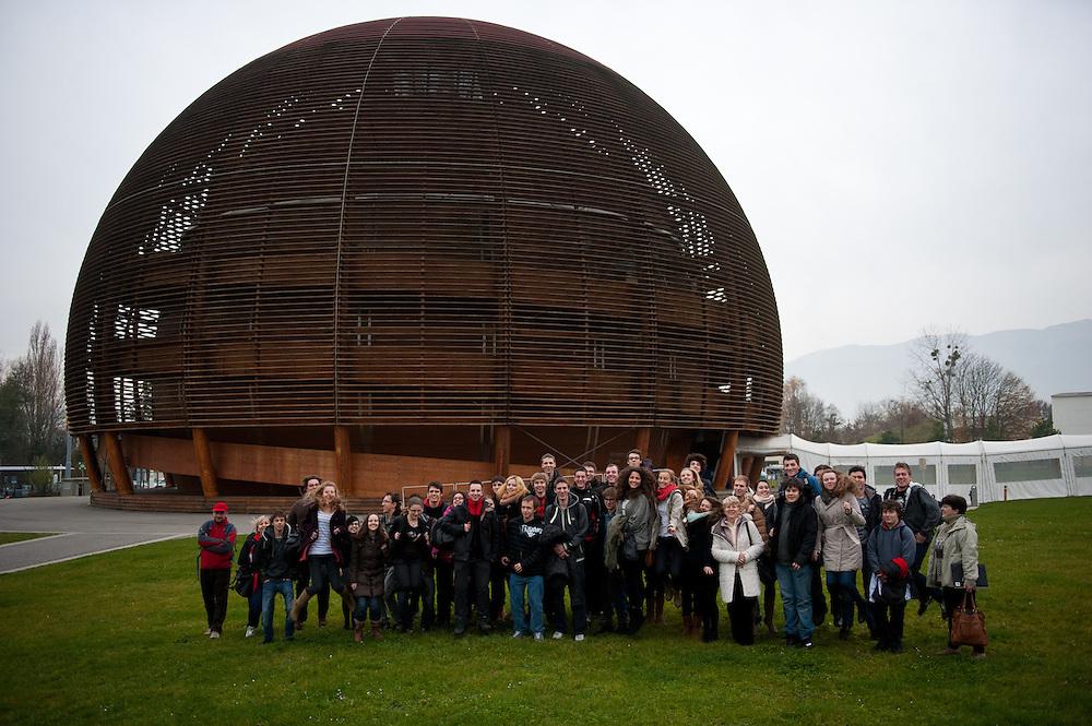 Group photographs taken outside the Globe