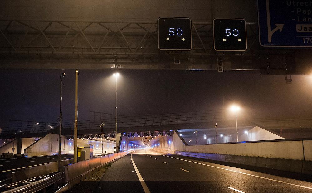 Nederland, Utrecht, 18 jan 2012.Landtunnel bij Utrecht mag eindelijk open. De veiligheidsvoorzieningen bij de overdekte weg langs Utrecht zijn eindelijk goedgekeurd. De tunnel ligt er al 1/12 jaar, maar kon niet eerder in gebruik worden genomen omdat de software voor de automatische beveiliging niet in orde was. Vandaag is die goedgekeurd...Foto (c): Michiel Wijnbergh