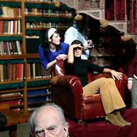 Nederland. amsterdam.30 januari 2004..Maarten toonder tijdens de fotosessie uitgeverij Bezige Bij in bibliotheek Rijksmuseum n.a.v.  60-jarig bestaan uitgeverij de Bezige Bij.