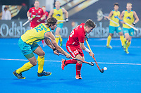 BHUBANESWAR, INDIA -  James Gall (Eng) with Jeremy Hayward (Aus) , England v Australia for the bronze medal during the Odisha World Cup Hockey for men  in the Kalinga Stadion.   COPYRIGHT KOEN SUYK