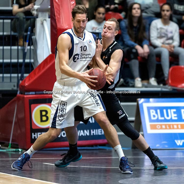 Nederland,  Den Bosch, basketbal wedstrijd tussen de Shoeters en Leiden, Shoeters werd met grote cijfers afgedroogd. 65-81. op de foto Ralph de Pachter