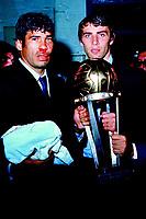 Fotball<br /> Italia<br /> Feature AC Milan<br /> Foto: imago/Digitalsport<br /> NORWAY ONLY<br /> <br /> 22.10.1969  <br /> Pierino Prati (re.) und der lädierte Nestor Combin (beide Milan) mit dem Pokal