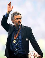 Fotball<br /> Italia<br /> Foto: Insidefoto/Digitalsport<br /> NORWAY ONLY<br /> <br /> Il saluto di JOSE MOURINHO ai tifosi<br /> <br /> Inter Campione d'Europa<br /> 22.05.2010<br /> Champions League Final - Final<br /> Bayern München v Inter 0:2