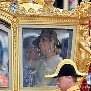 NLD/Den Haag/20110920 - Prinsjesdag 2011, vertrek Konining Beatrix en Pr. Maxima