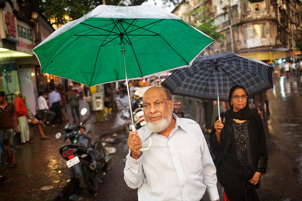 Street scene in Mumbai as the monsoon breaks.<br /> <br /> Photo: Tom Pietrasik<br /> June 3rd 2013