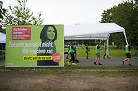 Teltow, 10.09.2021: Grünen-Unterstützer helfen beim Aufbau einer Wahlkampfveranstaltung von BÜNDNIS 90/DIE GRÜNEN mit der Grünen-Kanzlerkandidatin Annalena Baerbock.