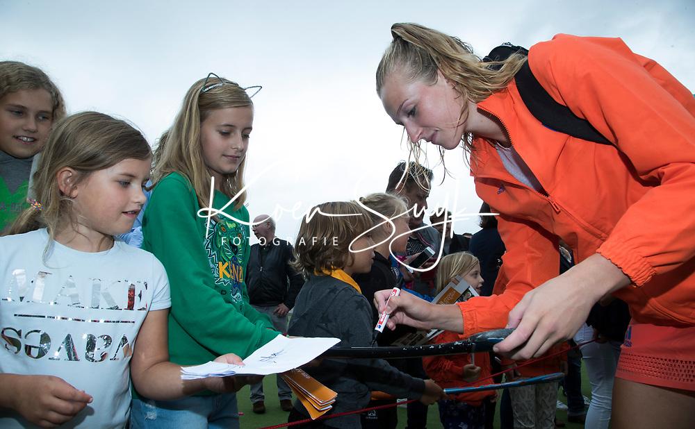 SCHIEDAM - Sanne Koolen (Ned)  na haar eerste interland, de  een oefenwedstrijd tussen  de dames van Nederland en Belgie  (0-1), in aanloop naar het  EK Hockey, eind augustus in Amstelveen. COPYRIGHT  KOEN SUYK