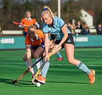 BLOEMENDAAL - Nienke Keijser (HGC)  met Laurien Boot (Bldaal)   tijdens de competitie hoofdklasse hockeywedstrijd dames, Bloemendaal-HGC (1-0)   COPYRIGHT KOEN SUYK